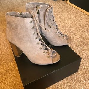 Taupe Bamboo lace up booties EUC